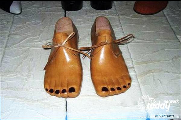 Fake feet